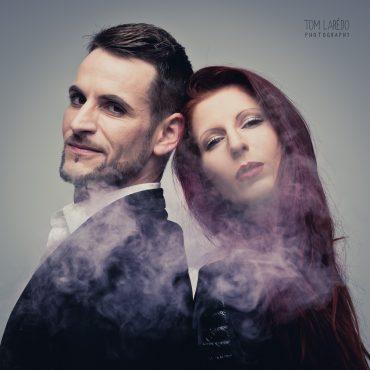 Portrait d'une femme et d'un homme avec de la fuémée